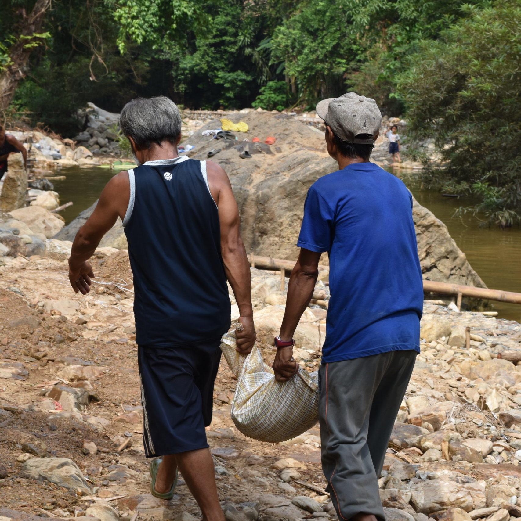 Construction d'une route dans le village - Maewe 2020