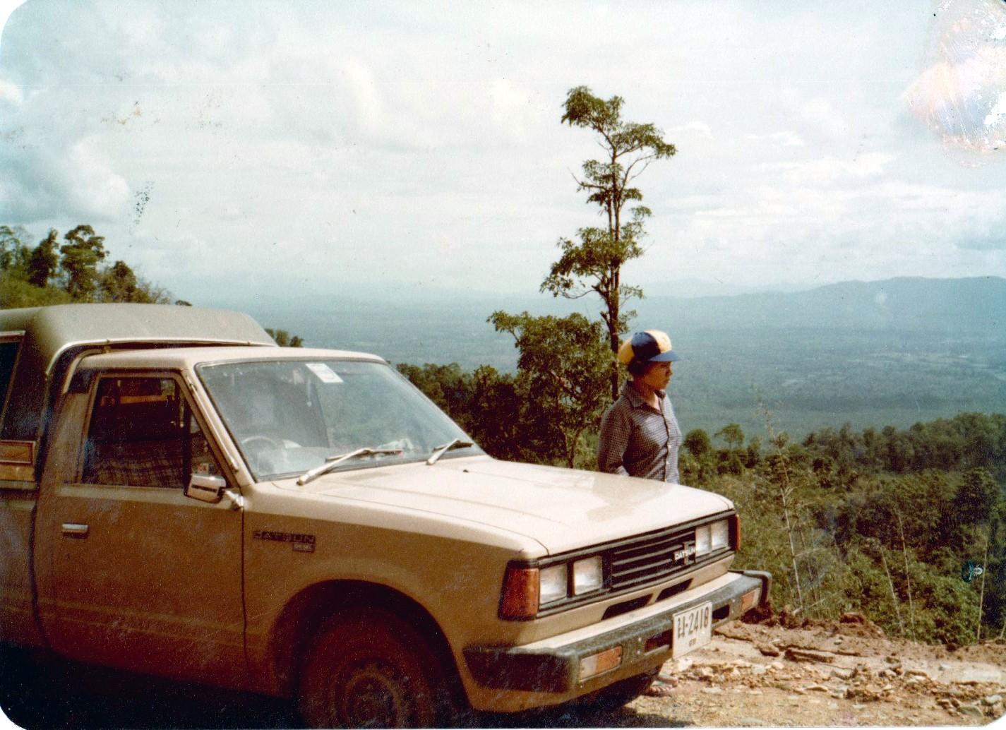 Sur une route dans les montagnes karens