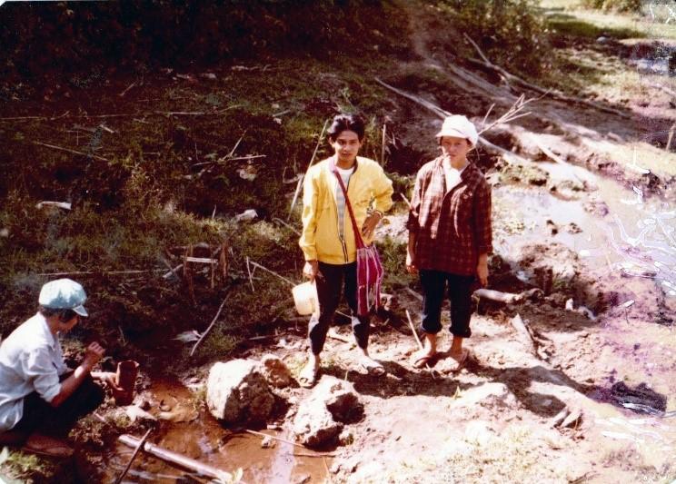 Karens en bord de rivière