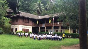 Lever des couleurs à l'école de Maewe