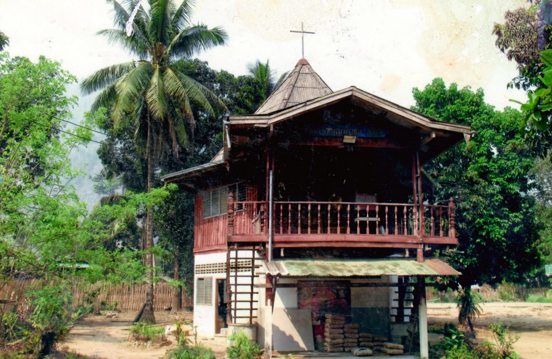 1998 Maetowo, construction de l'église St François d'Assise